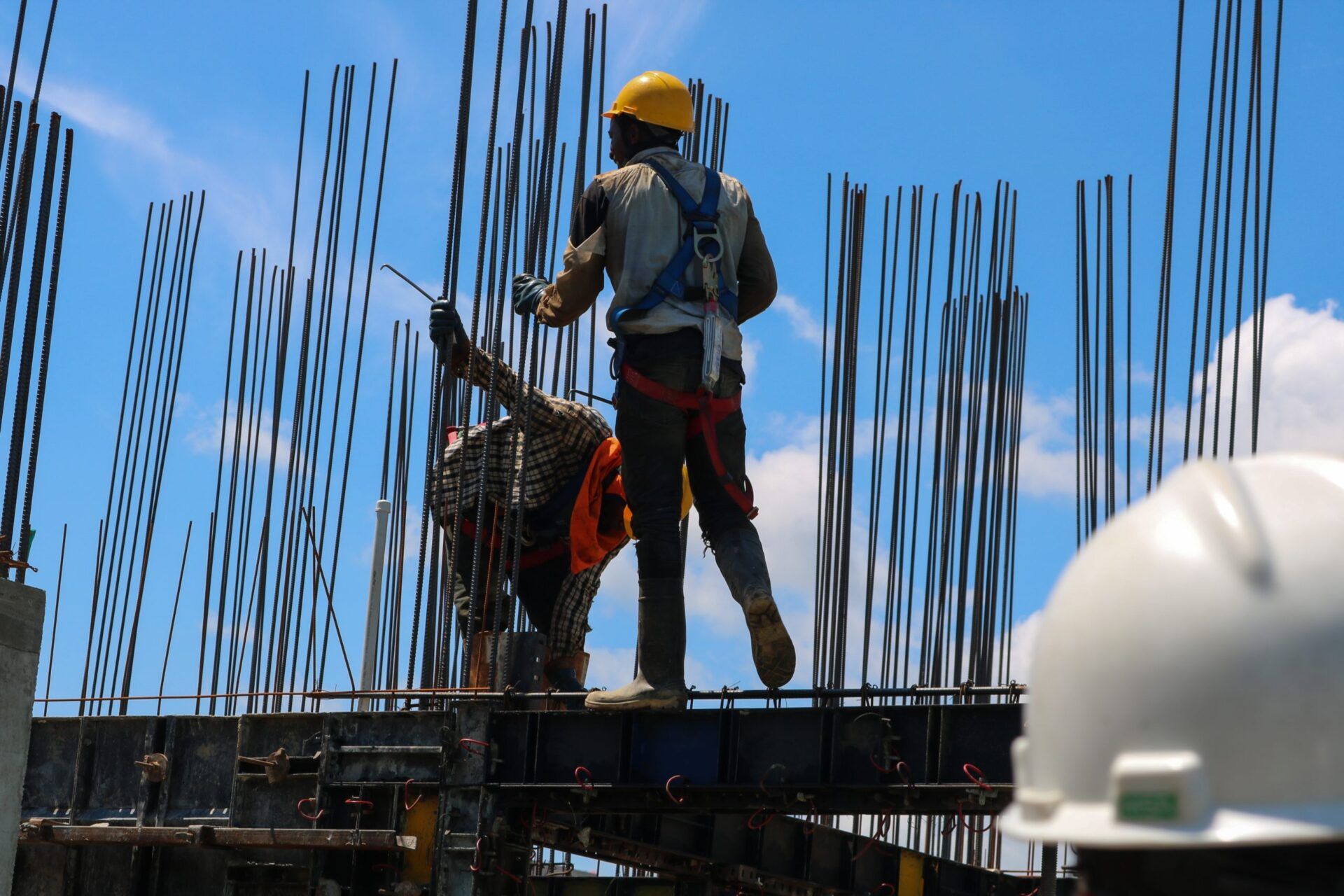 建設業はやめとけと言われる3つの理由【解決策も紹介】