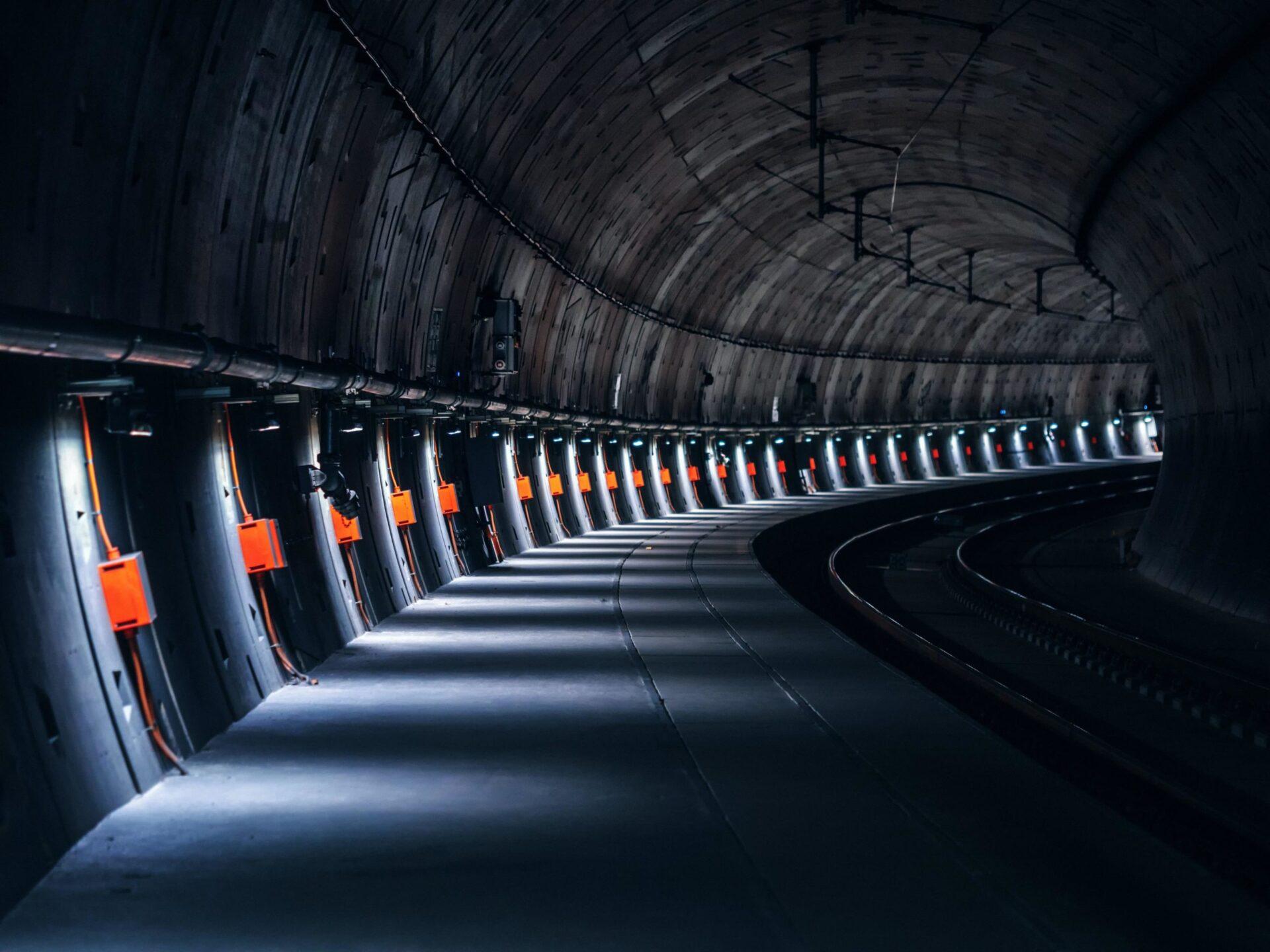 スイスのゴッダルドベーストンネルが2016年に世界一長いトンネルになった