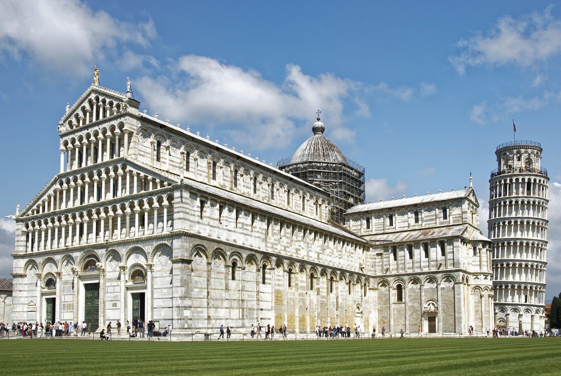 ゴシック建築とロマネスク建築の違い
